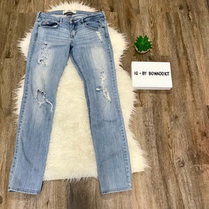 [Hollister] Ripped Destroyed Skinny Jeans
